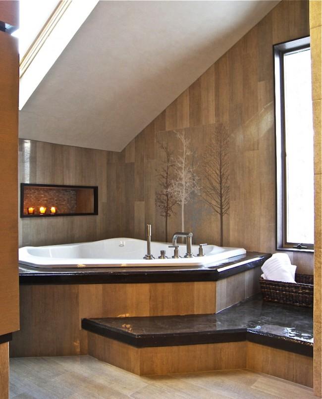 Акриловая ванна, расположенная на небольшом подиуме