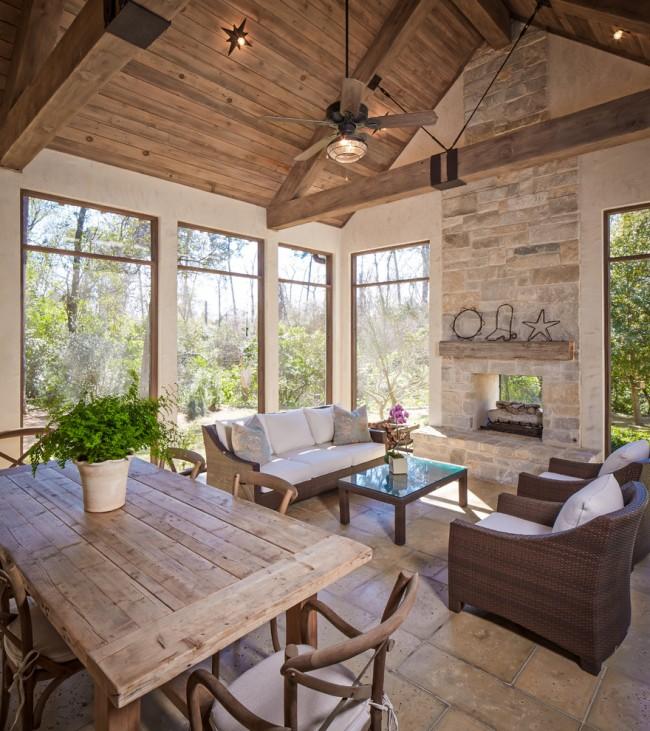 Уютная веранда с большими окнами