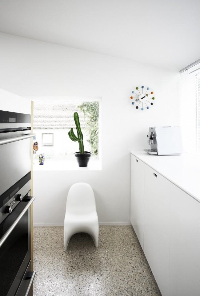 Для небольшой кухни лучше выбрать часы маленького размера