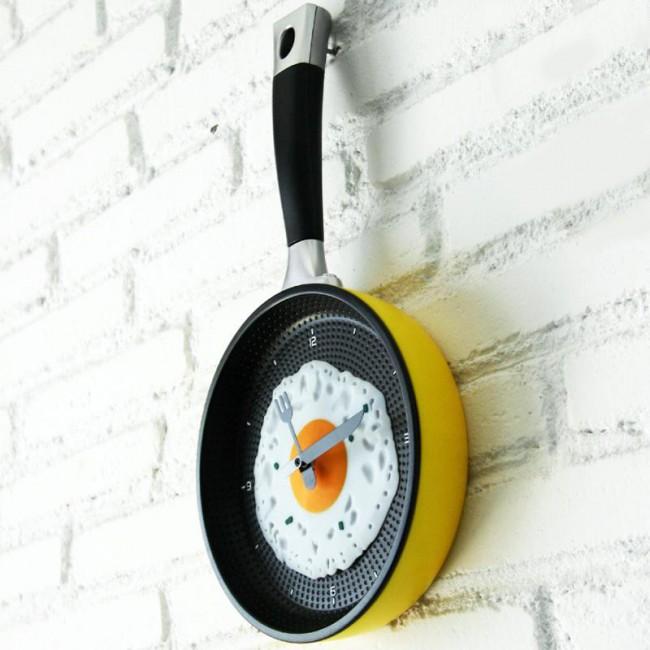 Настенные часы в виде сковородки