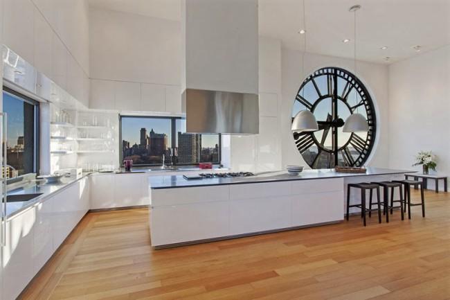 Наверное, самые сногсшибательные часы в кухне: невероятный пентхаус в башне 1914 года постройки, Бруклин, Нью-Йорк