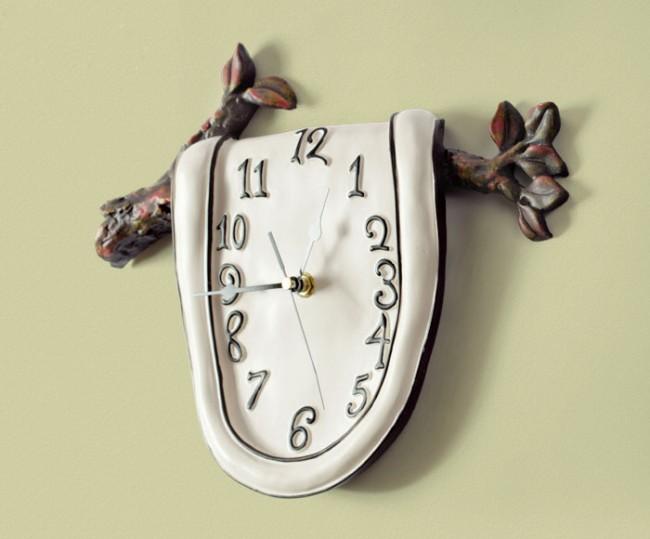 Сюрреалистичные часы с картины Сальвадора Дали
