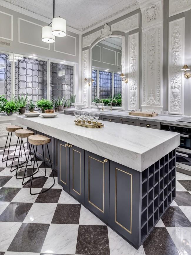 Черно-белый в сочетании со светло-серыми фасадами и золотистыми молдингами – вид просто вне времени