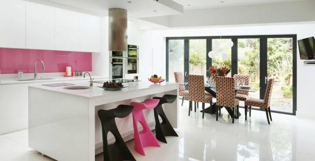 45 Идей фартука для кухни из стекла: новое слово в отделке