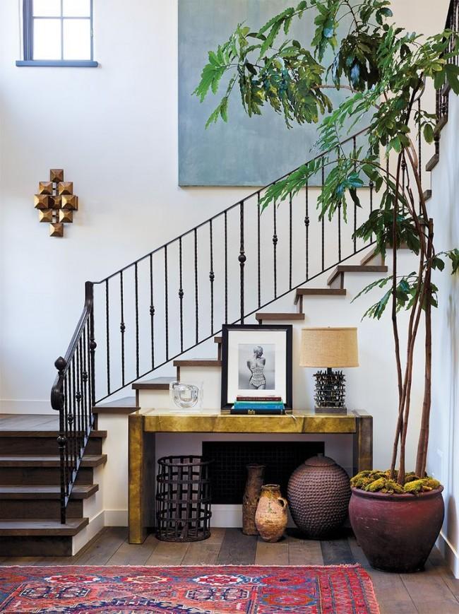 Лестница из коридора в стиле эклектик
