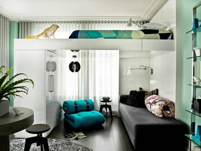 Благодаря кровати под потолком в вашей спальне или однокомнатной квартире станет намного просторней и появится место для гардероба