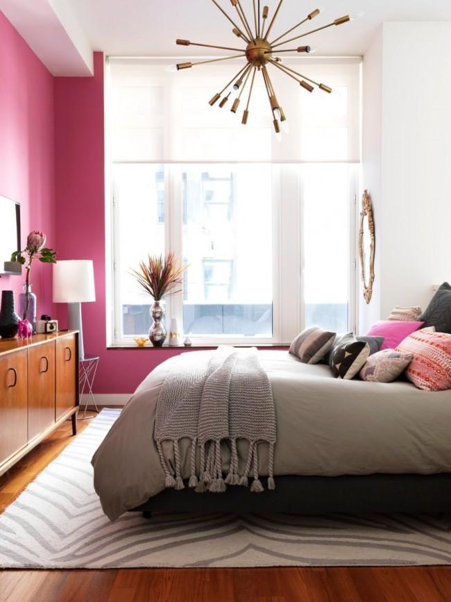 """Яркая девичья спальня с люстрой """"спутник"""", не выходящей из моды с 1950-х"""