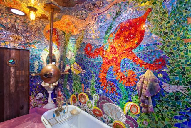 """Потолок и стены уникальной ванной комнаты, названной """"Субмарина Гауди"""" в честь одного из величайших архитекторов"""