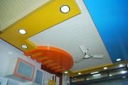 Фото 8 Потолок из пластиковых панелей своими руками: 17 практичных идей и полезные инструкции