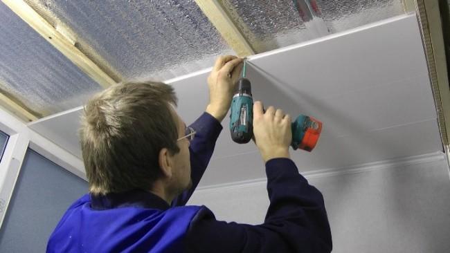 Монтаж потолка в ванной из панелей пвх своими руками