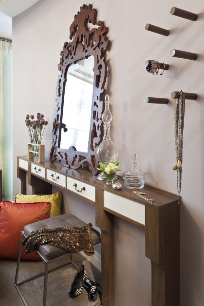 Узкие консольные разновидности можно поместить даже в той комнате, где крайне мало места