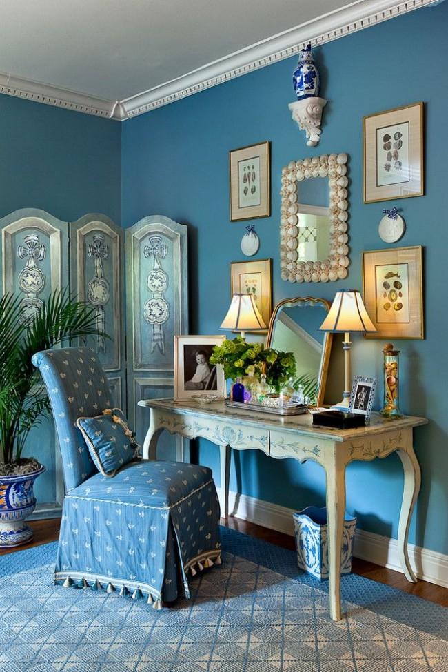 Подобное оформление туалетного столика подойдет для классического стиля или восточного интерьера