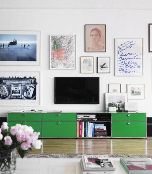Зеленые фасады ящиков системы для хранения смотрятся контрастно и очень интересно на белом фоне