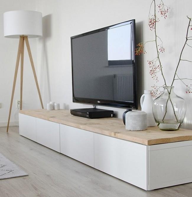 Традиционно дерево чаще всего используют для изготовления тумб под телевизор