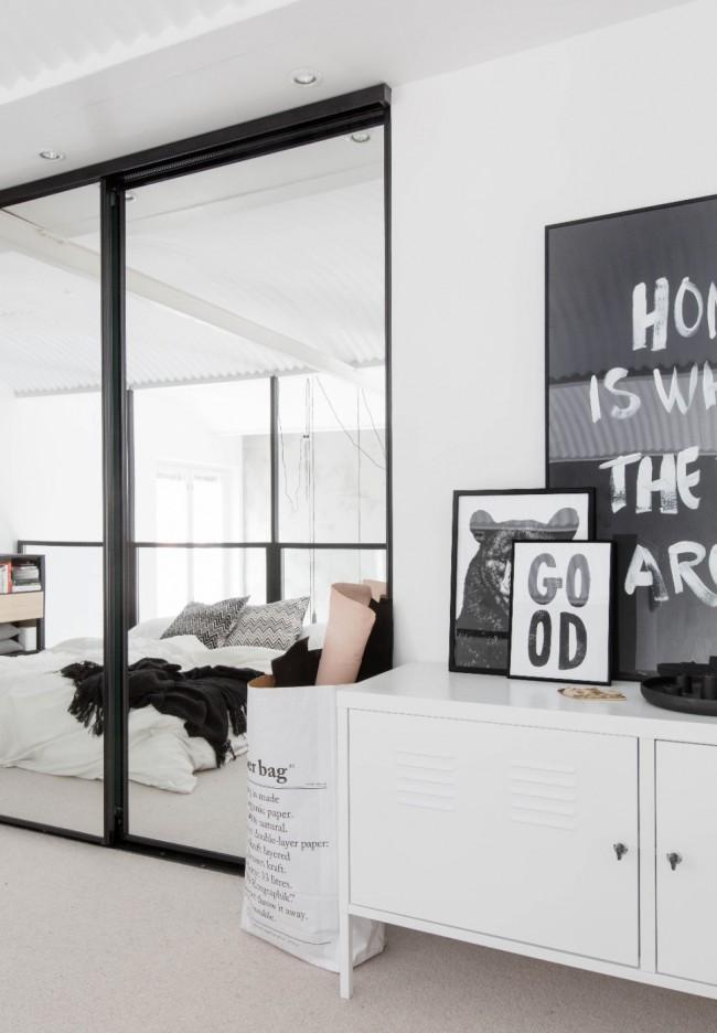 С помощью зеркального шкафа-купе можно легко и без особых усилий увеличить пространство маленькой комнаты