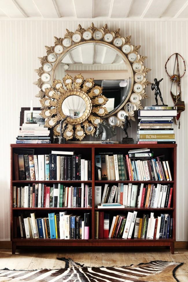 Круглые зеркала можно использовать в качестве декоративного элемента, поскольку они имеют посыл «солнца»