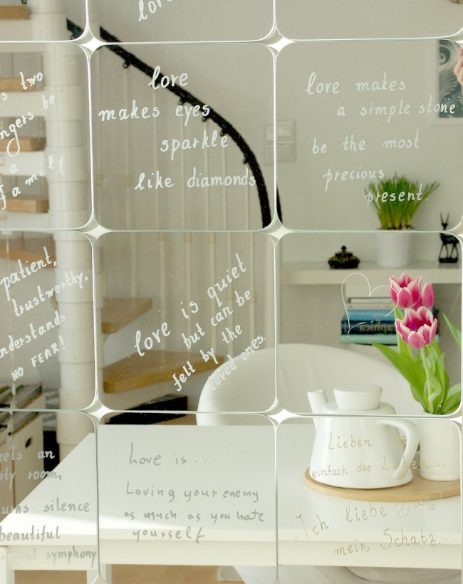 Зеркало — эффективный помощник во многих сложных ситуациях, связанных с декорированием комнаты, ведь вы можете создать свою уникальную зеркальную поверхность, какой ни у кого другого не будет