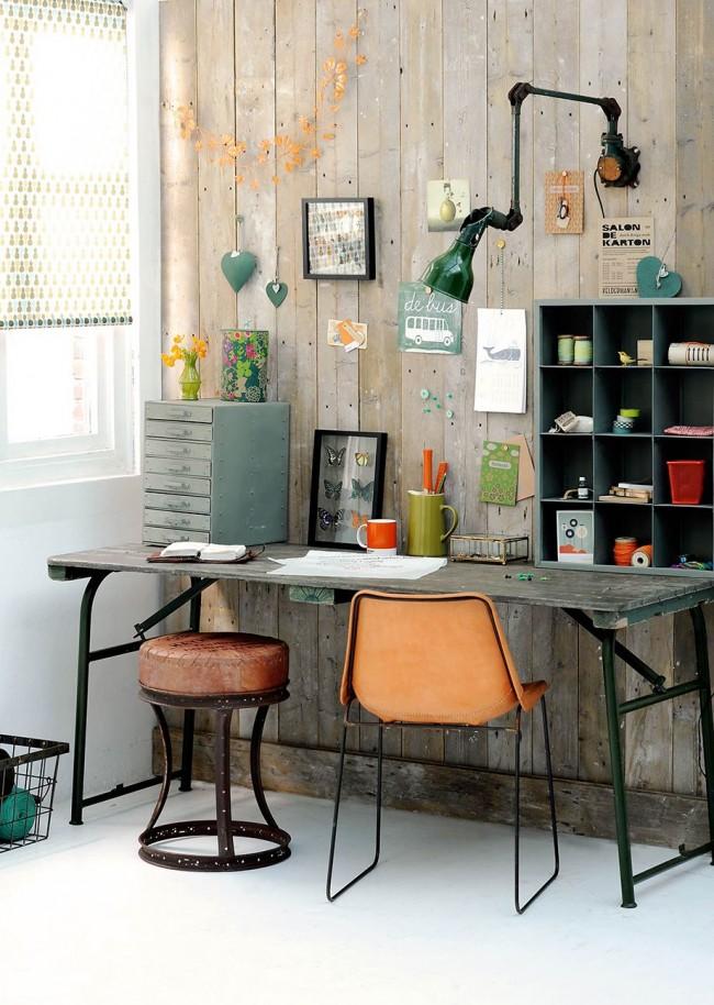 Небольшой стол с ящичками, сортовиками и полочками: начальная организация места для творчества, работы с коллекциями предметов, рукоделия