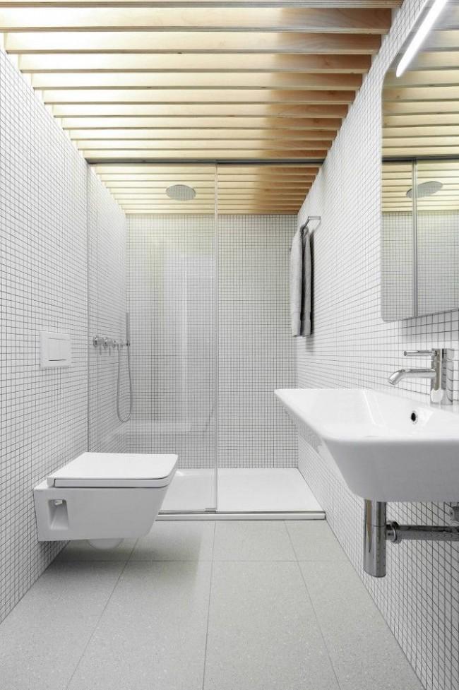 Белая мозаика смотрится очень красиво в интерьере стиля минимализм