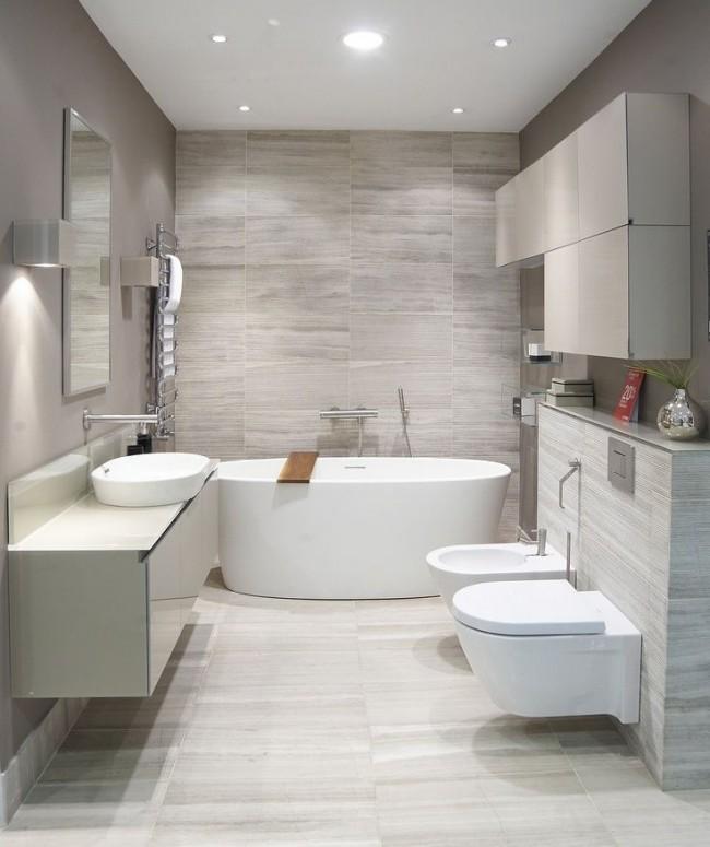 """Ванная комната, совмещенная с туалетом, в современном стиле. Облицовка стен - """"под травертин"""", всеми любимый камень"""