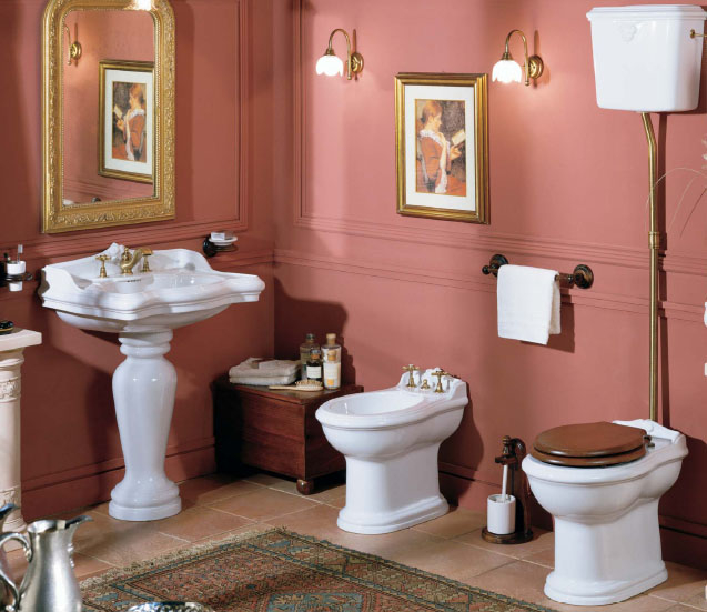 Красивый интерьер туалета с элементами барокко