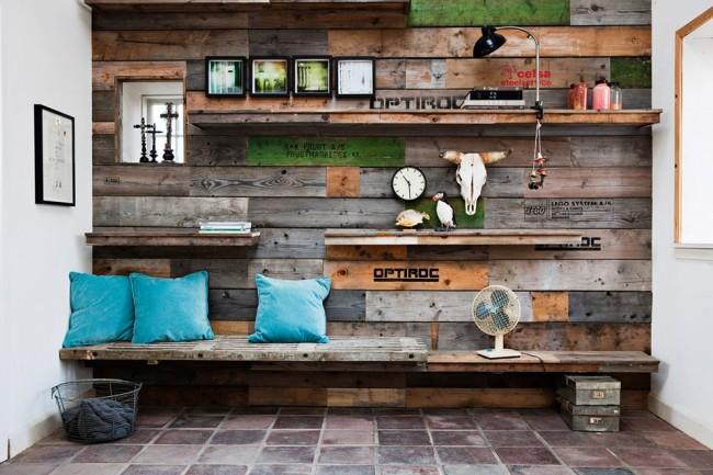Для прихожей отлично подойдет ламинат с привычной фактурой древесины