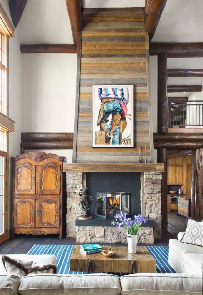 Отделка камина ламинатом разных цветов в двусветной гостиной