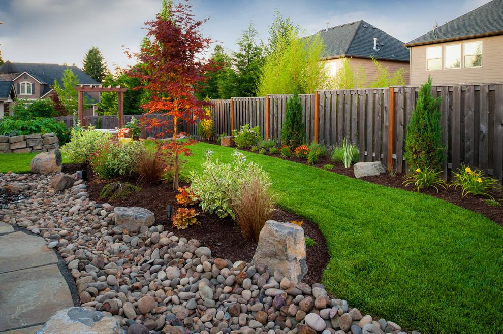 Дизайн садового участка камень