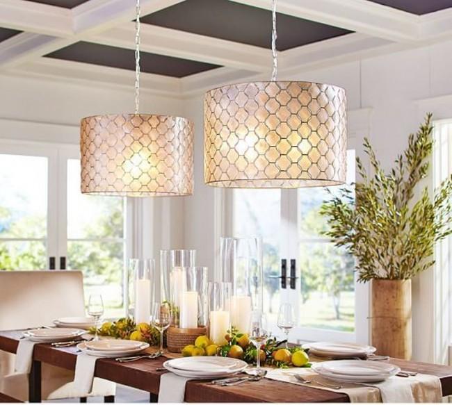 С помощью подвесной люстры вы можете создать элегантный и в то же время простой интерьер для вашей кухни