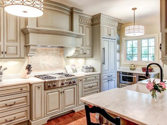 Не забывайте об освещении вашей кухни, если хотите чтобы интерьер был гармоничным и целостным.