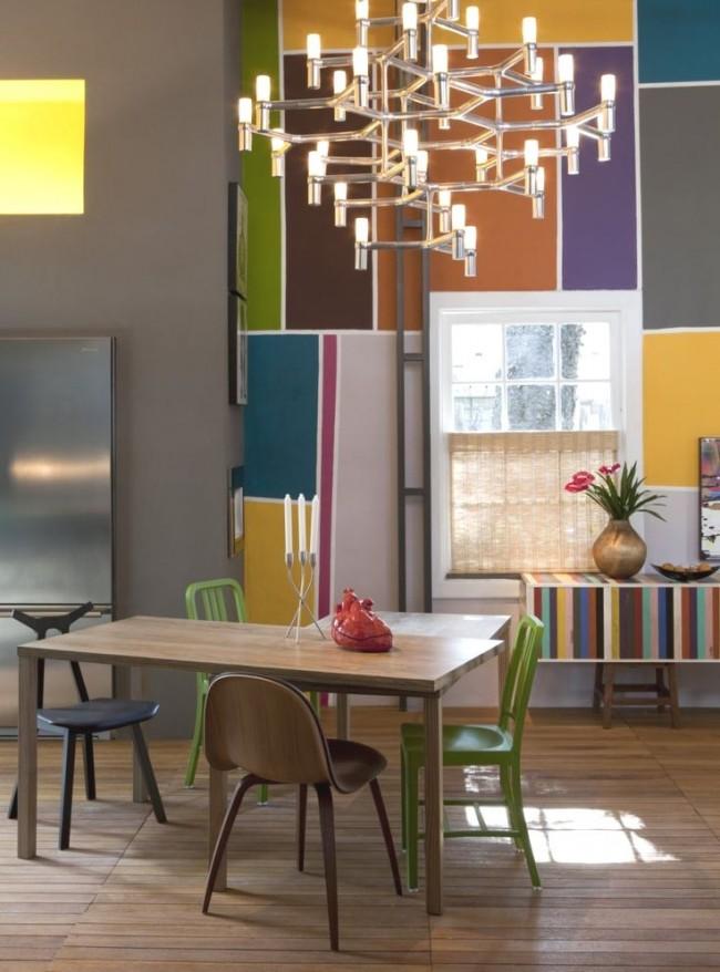 Если вы обладатель большой и просторной кухни, то люстры в стиле хай тек будут отличным вариантом. Таким осветительным приборам свойственна открытость пространства и функциональность