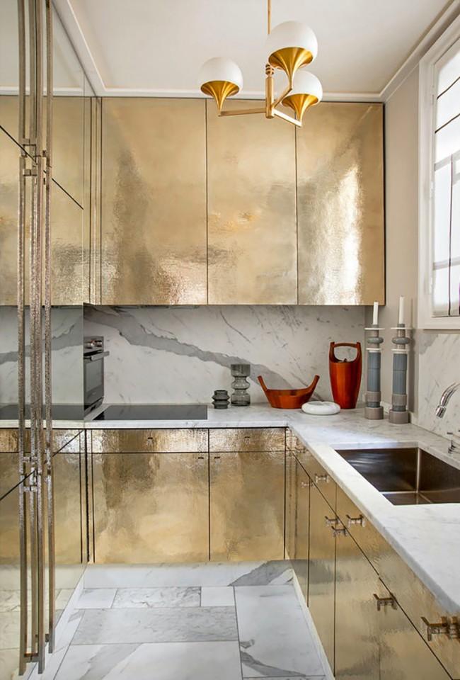 Еще один пример люстры в стиле истинный модерн в окружении сдержанной роскоши в духе современности