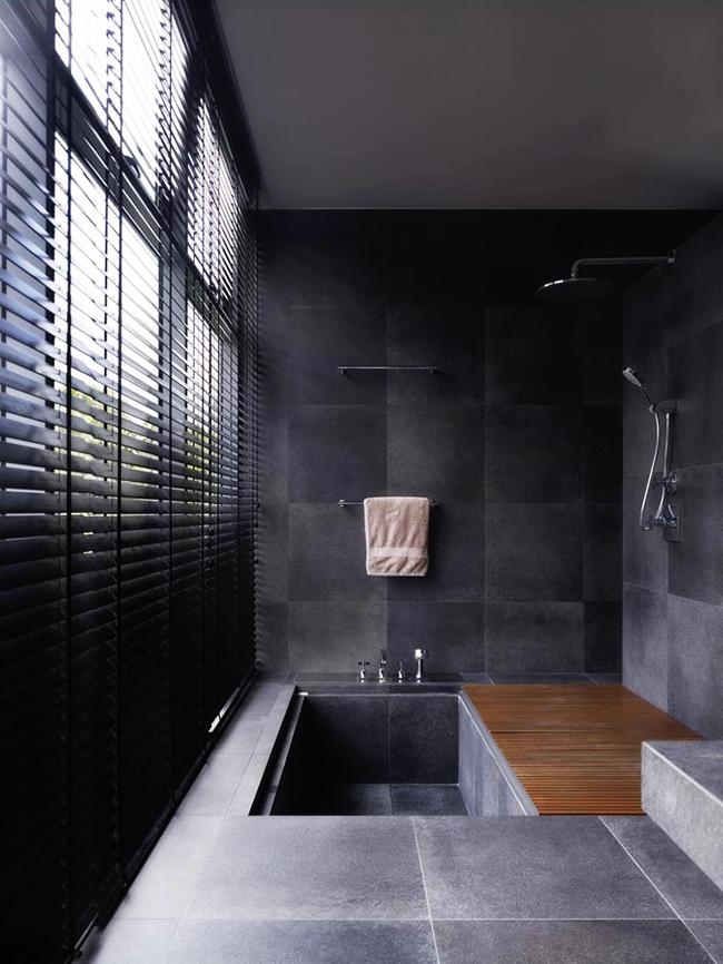 Прием экономии пространства, позволяющий совместить в небольшом помещении и ванну, и душ