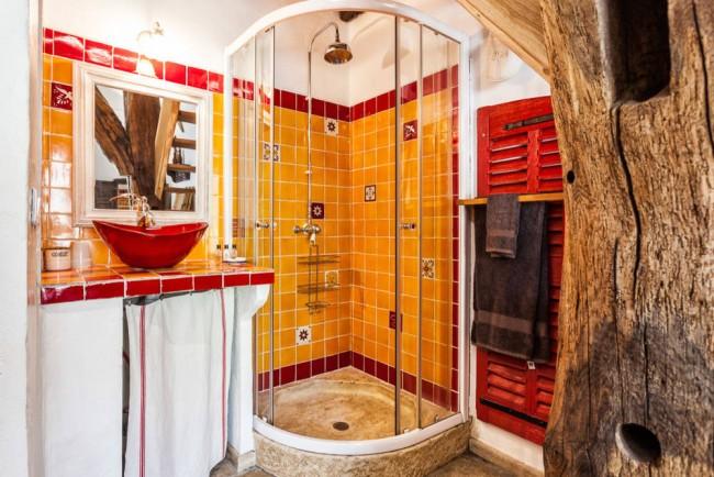 Южноамериканский колорит яркой желто-красной ванной