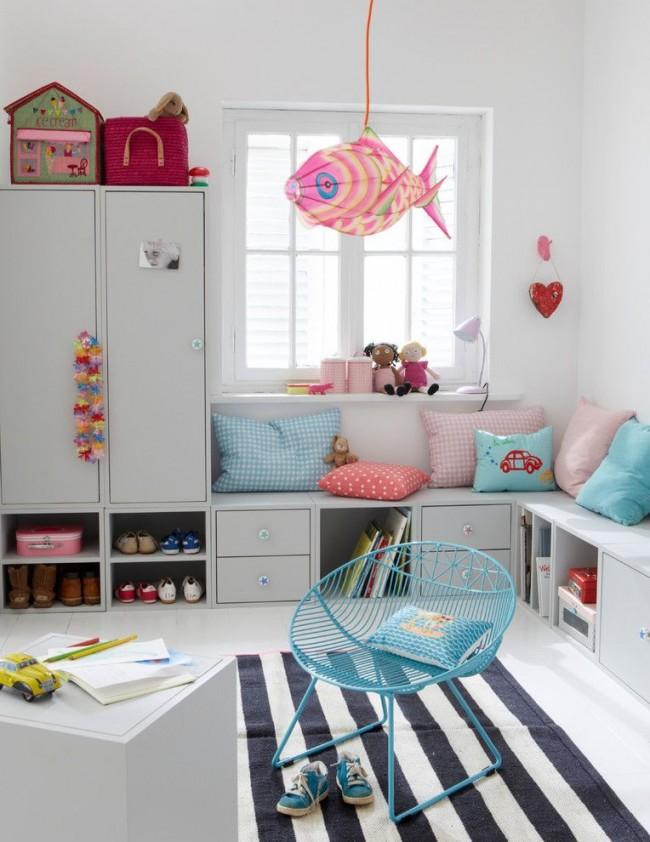 Удобная, функциональная, и не занимающая лишнего места детская мебель в спальне ребенка