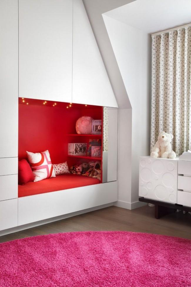 Встроенная в систему шкафов кушетка для отдыха и игр с друзьями