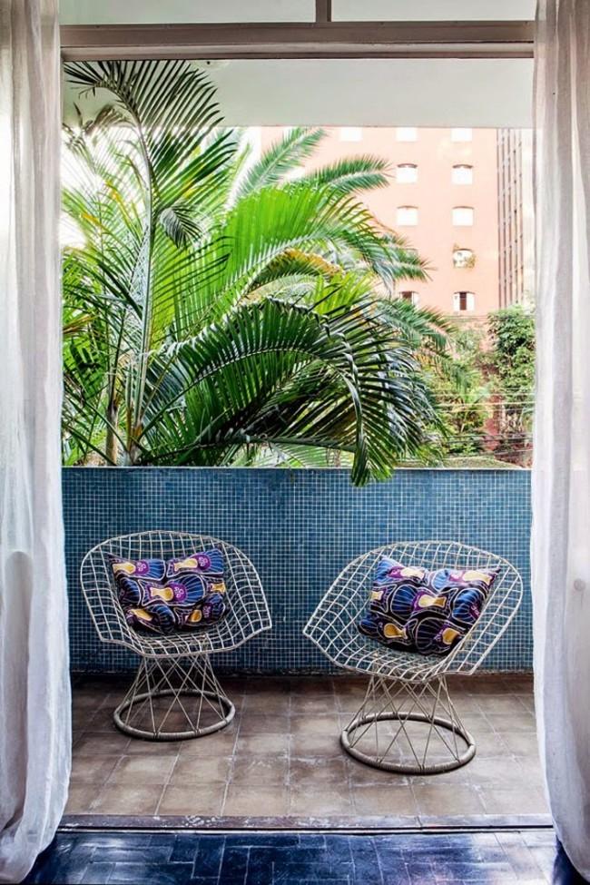 Мозаика из плитки в интерьере маленького балкона