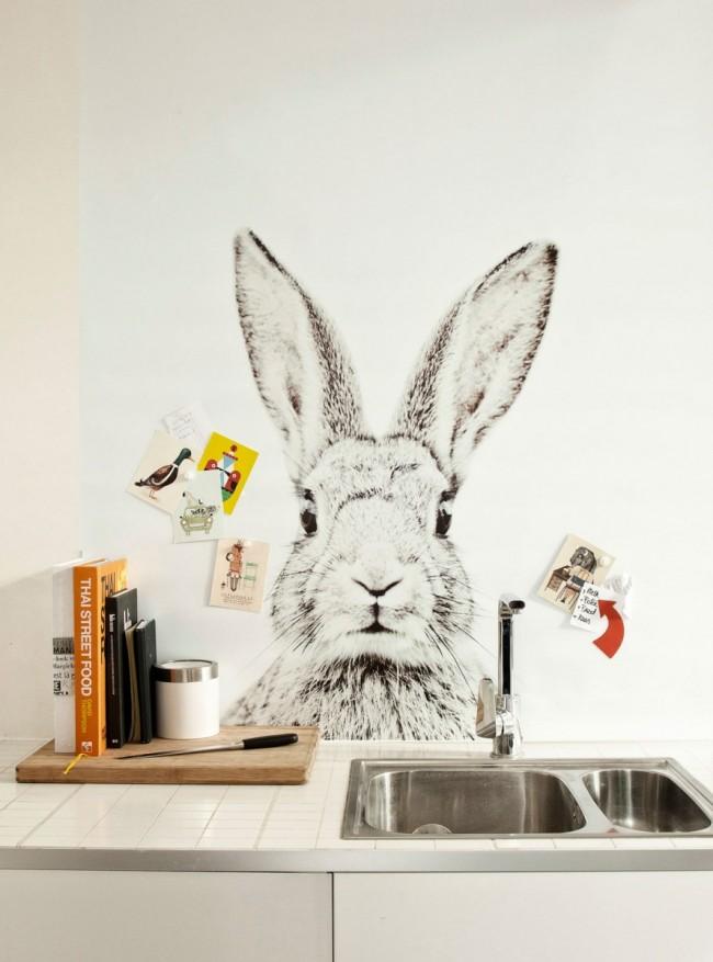 Фотообои над рабочей поверхностью в виде огромного постера с милым кроликом