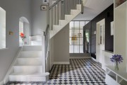 Фото 7 Плитка на пол в коридоре: 55 практичных решений дизайна прихожей (фото)