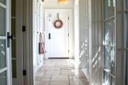 Фото 9 Плитка на пол в коридоре: 55 практичных решений дизайна прихожей (фото)
