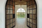 Фото 10 Плитка на пол в коридоре: 55 практичных решений дизайна прихожей (фото)