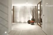Фото 13 Плитка на пол в коридоре: 55 практичных решений дизайна прихожей (фото)