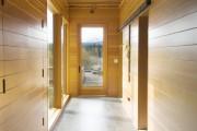 Фото 16 Плитка на пол в коридоре: 55 практичных решений дизайна прихожей (фото)