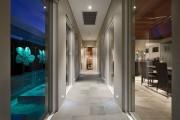 Фото 17 Плитка на пол в коридоре: 55 практичных решений дизайна прихожей (фото)