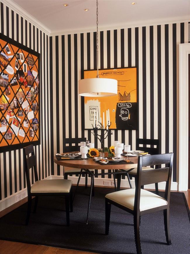 """Смелый выбор для эклектичной гостиной и столовой: тема """"Битлджус"""" и хэллоуин круглый год!"""