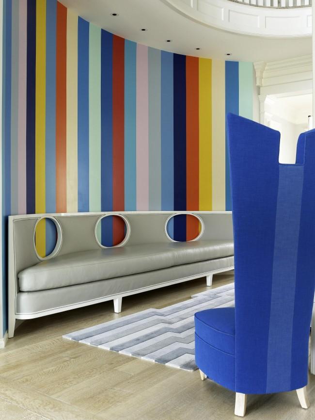 Широкие разноцветные полосы в детской. Здесь можно устроить самое настоящее буйство цвета на стенах