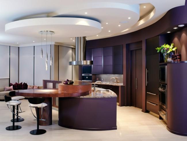 Округлые формы конструкций довольно часто удешевляют общий вид помещения, но стильные варианты возможны, и о них вам подскажут дизайнеры