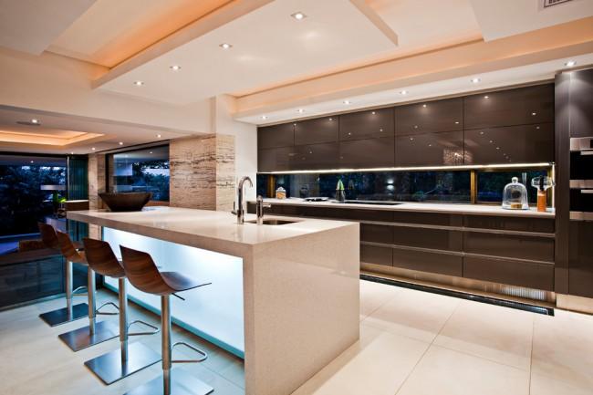 Просторная кухня в современном стиле