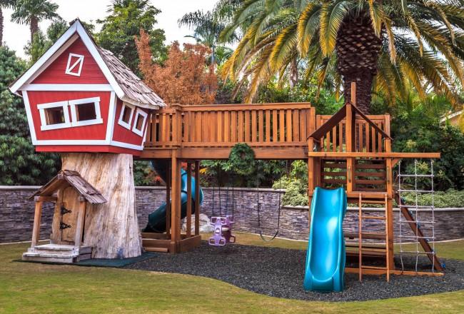 Детский развлекательный комплекс на участке, по безопасности рассчитанный на разные возрасты