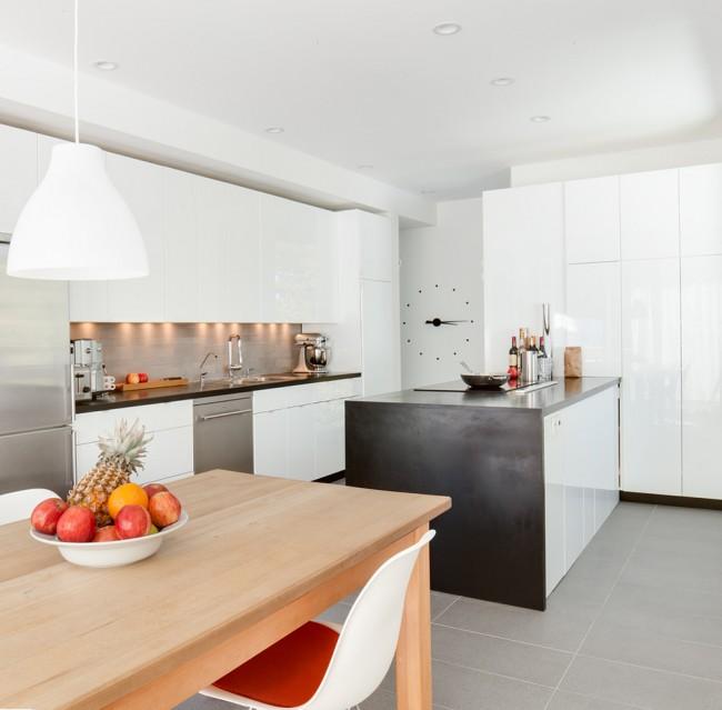 Светлая кухня в скандинавском стиле со столешницей из искусственного камня выглядит достаточно стильно